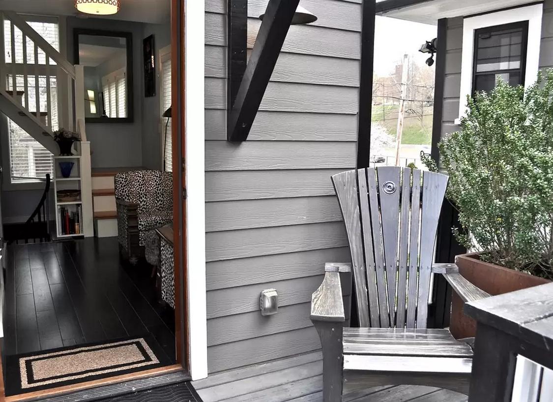 1444147299-skinny-house-porch