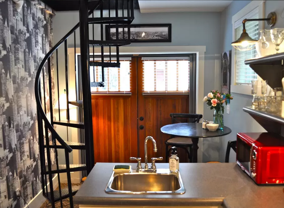1444147573-skinny-house-kitchen-doors