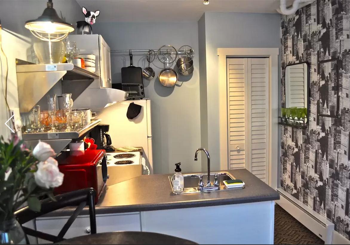 1444147617-skinny-house-kitchen
