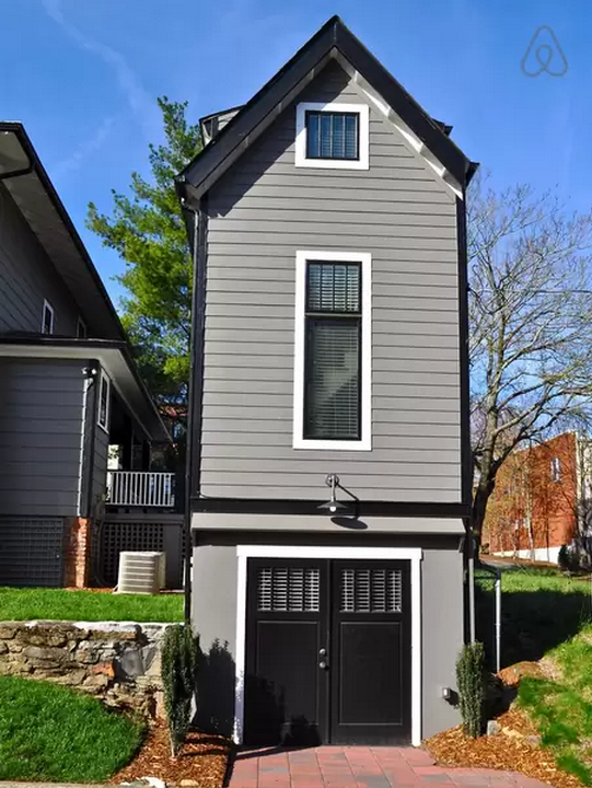 1444147695-skinny-house-back-exterior