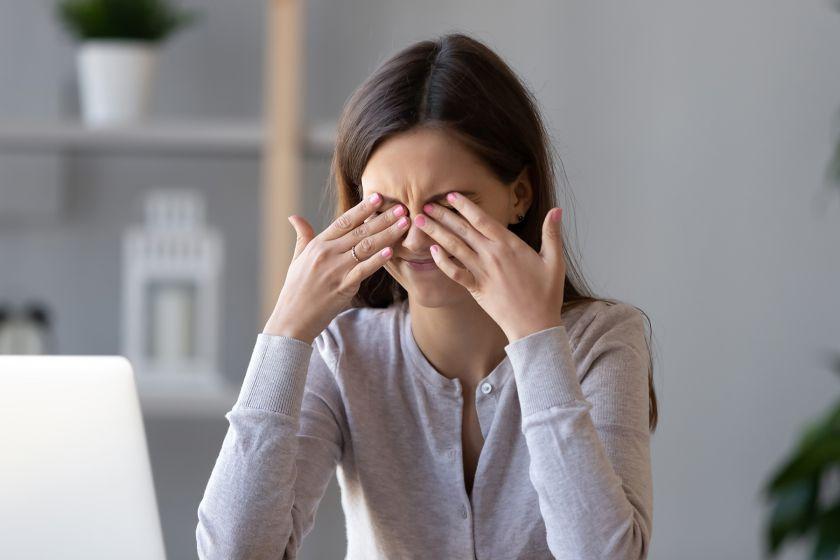 Ką daryti, kai žiemą sausėja akys? 3 optometrininkės patarimai