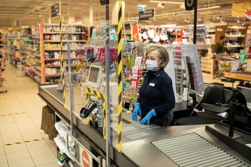 """""""Maxima"""" savo darbuotojus apdraudžia nuo koronaviruso"""