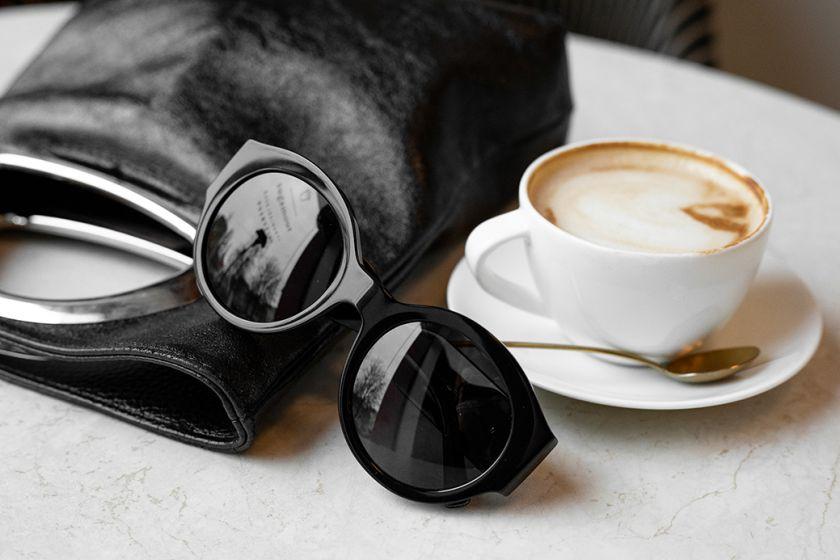 Saulės akinių tendencijos pagal stilistą J. Šatą: kas lieka, o kas pasitraukia?