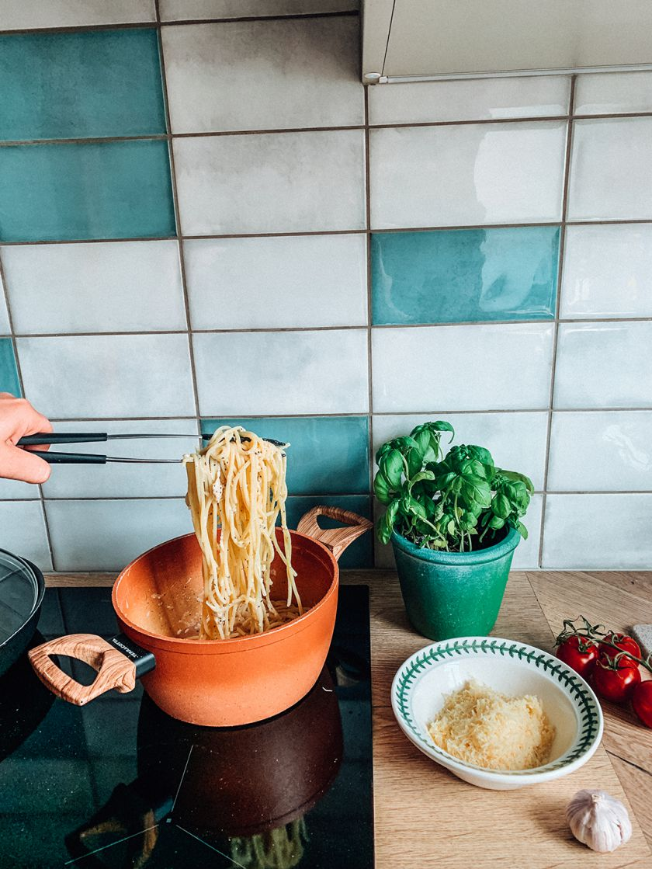 Kaip iš tikrųjų derinti makaronus su padažais? 3 svarbiausios rūšys ir klasikiniai receptai