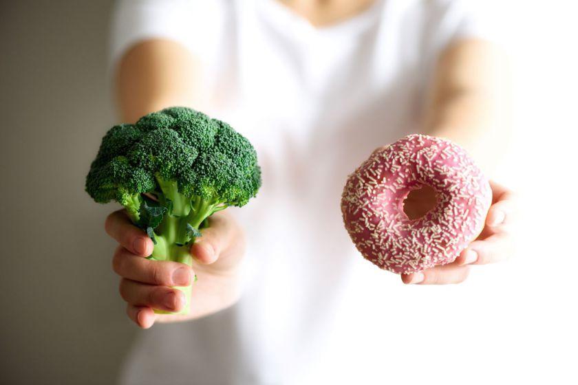 Darbuotojų mitybos įpročiai kelia nerimą: negeria vandens ir valgo greitą maistą