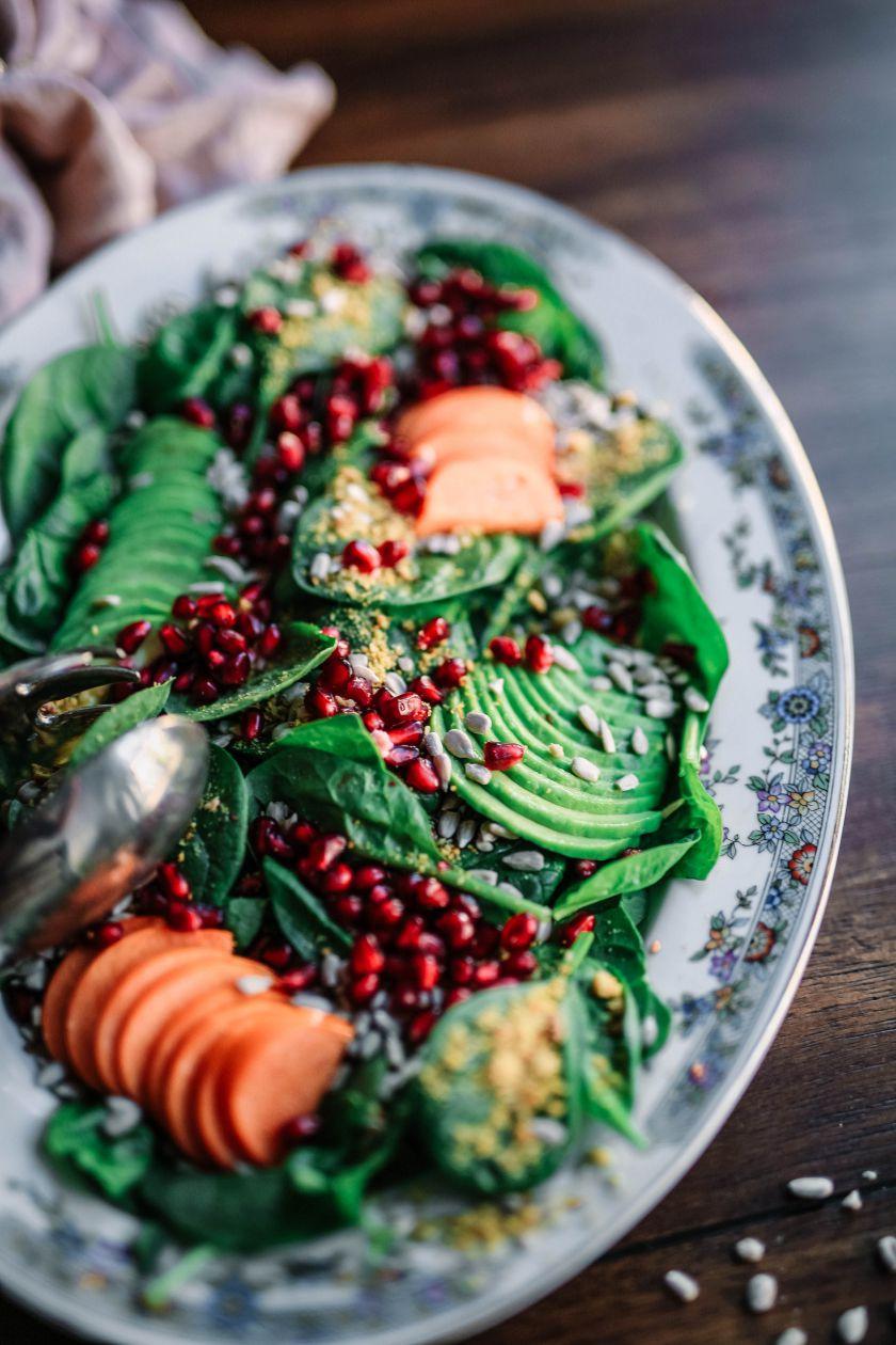 Maisto racioną pildome granatais: 2 salotų receptai
