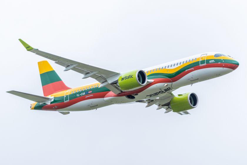 """""""airBaltic"""" paskelbė 2021 m. vasaros kelionių tvarkaraštį"""