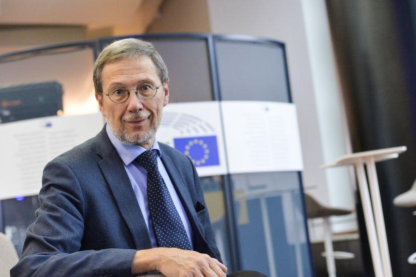 """Kovos su vėžiu komiteto EP narys prof. Liudas Mažylis: """"Inovatyvūs vėžio gydymo metodai turi būti vienodai prieinami visoje ES"""""""