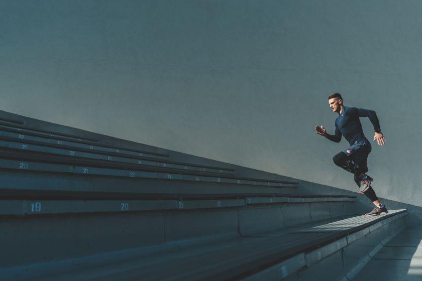 Sugrįžtantiems į bėgimo trasas – trenerio patarimai: kaip ugdyti greitį ir ištvermę?