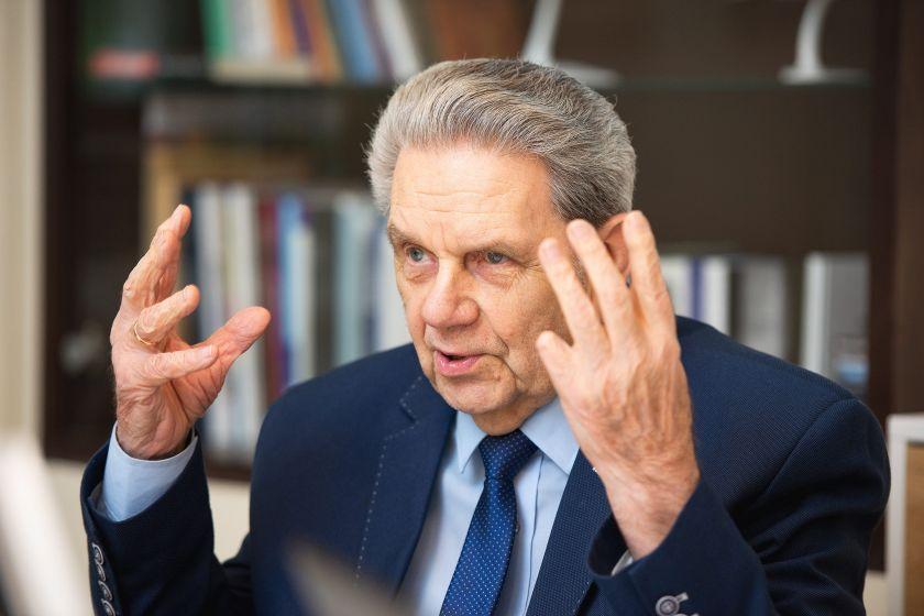 """Nuo COVID-19 pasiskiepijęs Vladas Garastas pataria nepaisyti """"antivakserių"""": """"Raginu nedvejoti ir rinktis gyvenimą"""""""