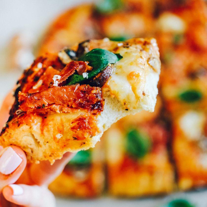 """Italijos kultūros auksas – pica: istorija ir tinklaraščio """"Ant medinės lentelės"""" receptas"""