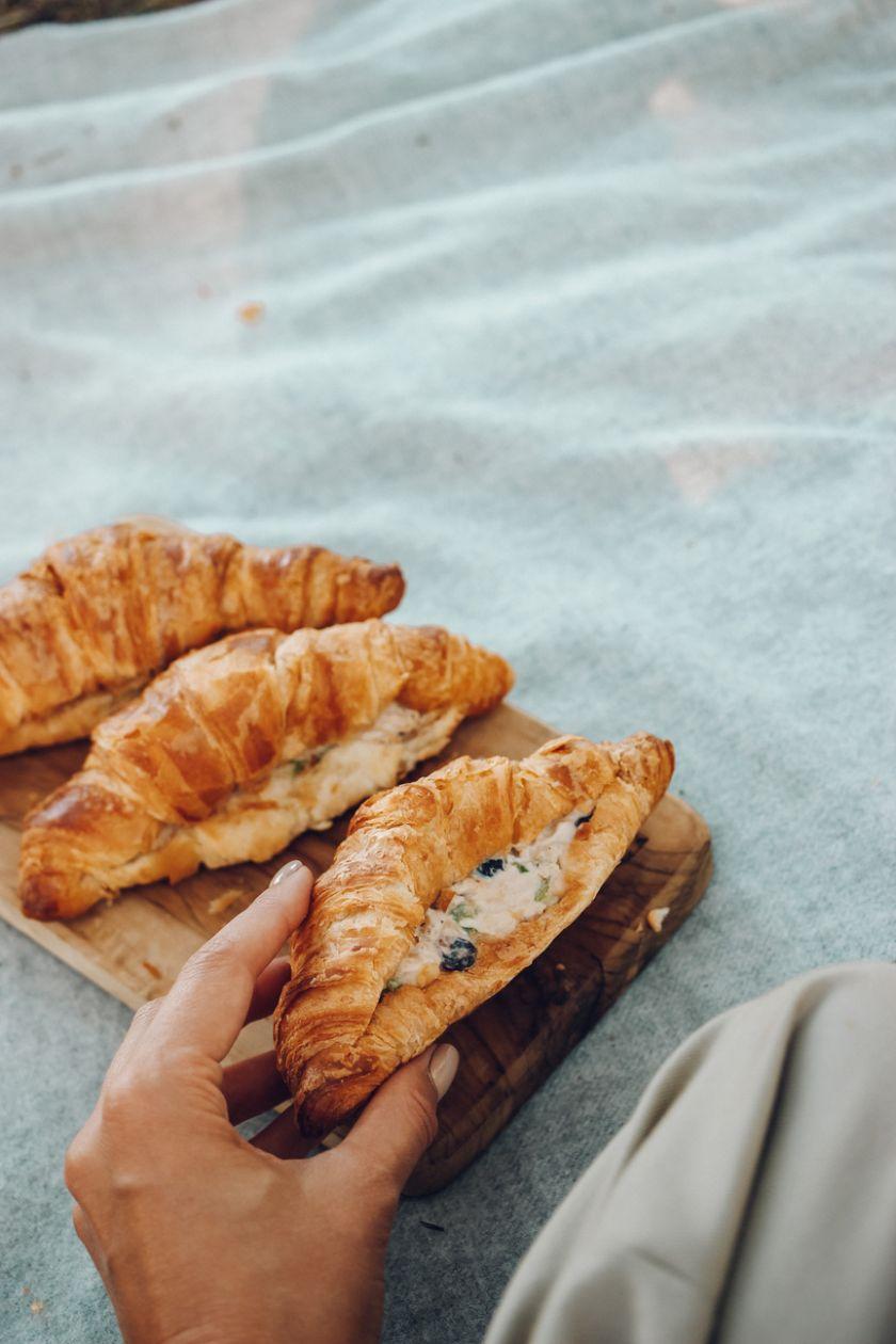 """Tinklaraštininkės """"Ant medinės lentelės"""" patarimai, kaip sukurti nepaprastą pikniką ir ypatingo skonio receptai"""